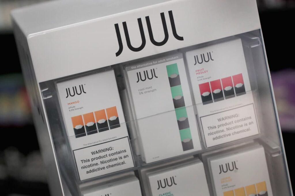 سجائر Juul للتدخين الإلكتروني في المتاجر